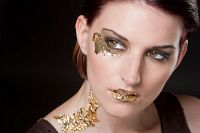 Querformatfoto mit extrem make up Gold